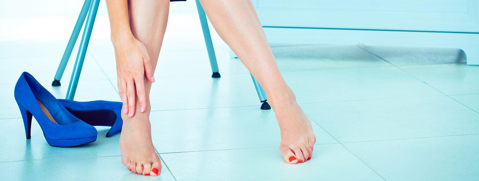 Taco alto y sus efectos en los dedos de los pies - Marzo | Clínica ...