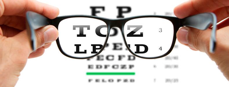 978ac2ba26 La visión es la capacidad que tiene el cerebro de interpretar el entorno  gracias a los rayos de luz que alcanzan el ojo. El sentido de la vista está  ...